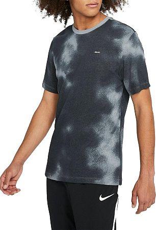Tričko Nike M NK FC TEE SMALL BLK AOP bq4662-065 Veľkosť S